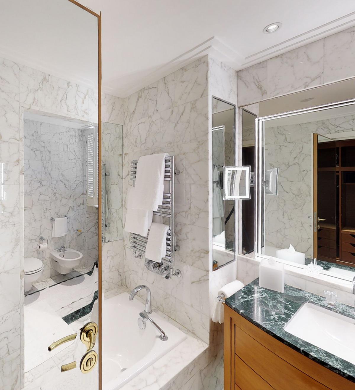 Hotel Four Season Milano - vasca e top in Marmo