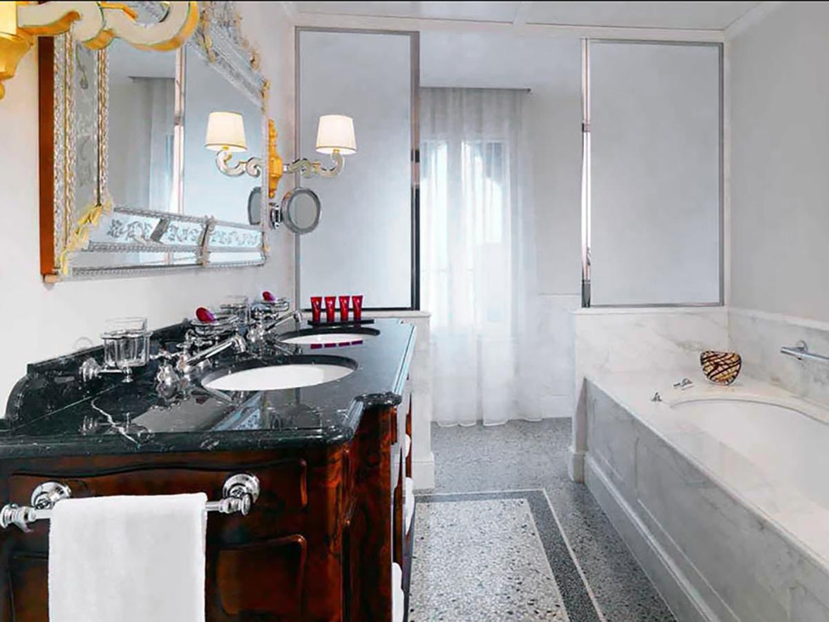 Hotel Danieli Venezia - Rivestimento Bagni in Marmo Suite